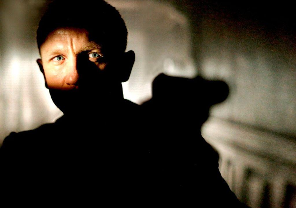 Kuusikymmentä vuotta täyttänyt James Bond on alkanut aikuistua. Daniel Craig on Bondina keski-ikäinen työnsankari. Kuva Matthew Harkin