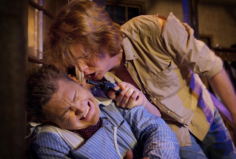 Tarmo Ruubel on näytelmäkirjailija Sidny Bruhl ja Heikki Pöyhiä hänen oppilaansa, aloitteleva näytelmäkirjailija Clifford Andersson. Kuva Ari Nakari