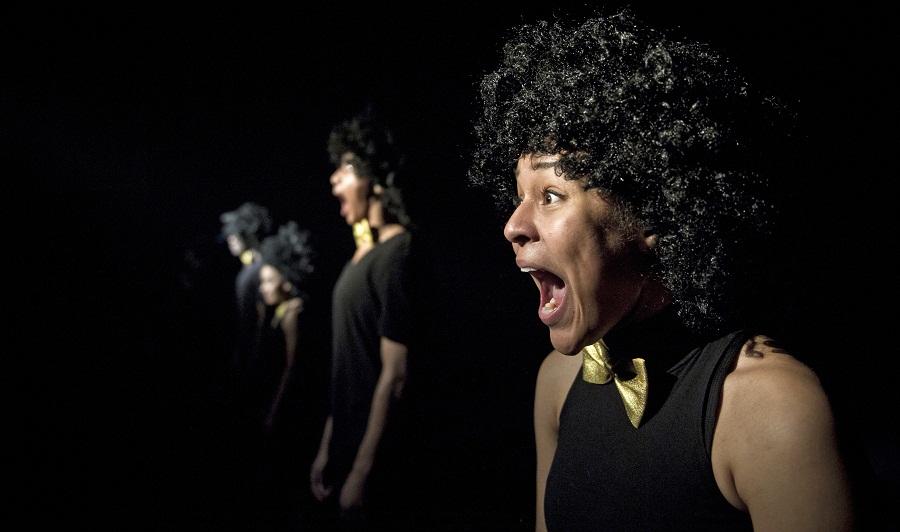Sonya Lindfors on myös meille lappeenrantalaisille tutu nimi.  Hän on tehnyt kaupunginteatterin ohjelmistossa parhaillaan pyörivän Peter Panin koreografian. Ryhmän muut tanssijat ovat Deogracias Masomi, Julian Owusu ja Esete Sutinen. Kuva Zodiak/Uuppi Tirronen
